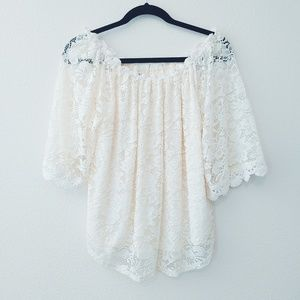 Umgee Off-White/White Lined Lace Top. Size Medium